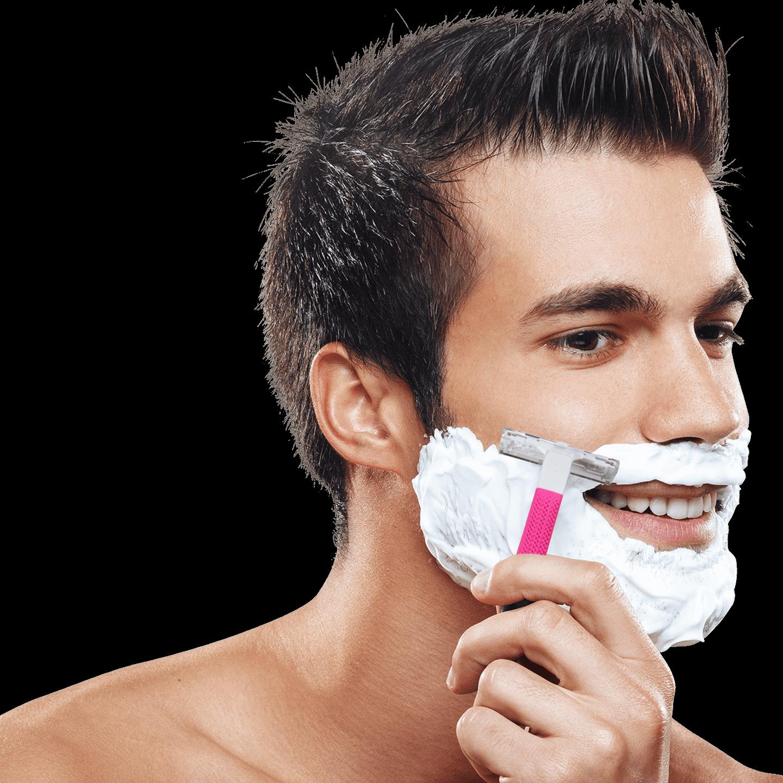 Картинки девушка бреет парню бороду